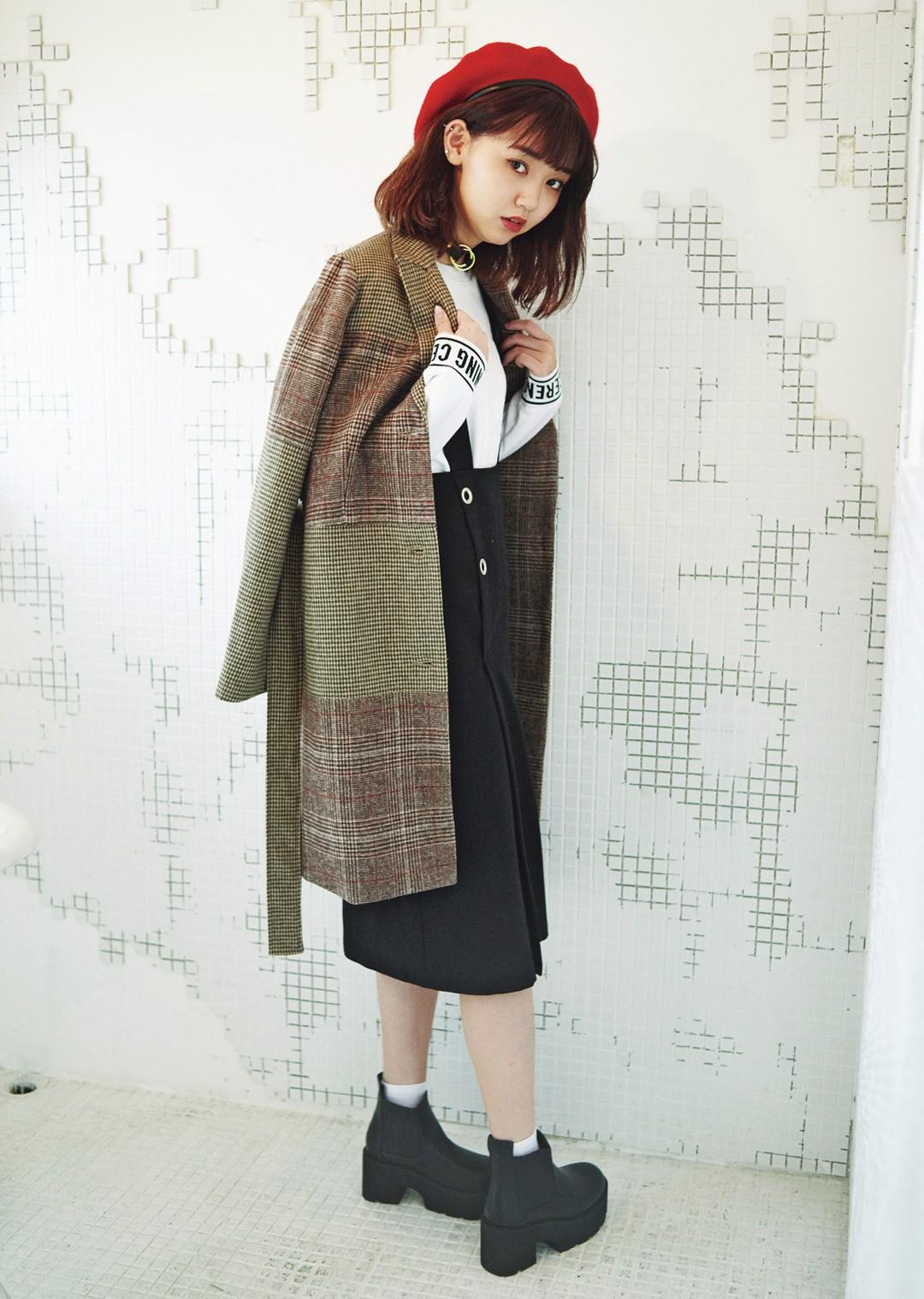 「ロングアウター×ロングボトムの合わせ、これからしたーい! ヴィンテージっぽいチェックのコートの中に、ストリートっぽいモノトーンコーデを入れたとこが私っぽいでしょ?」(江野沢愛美)