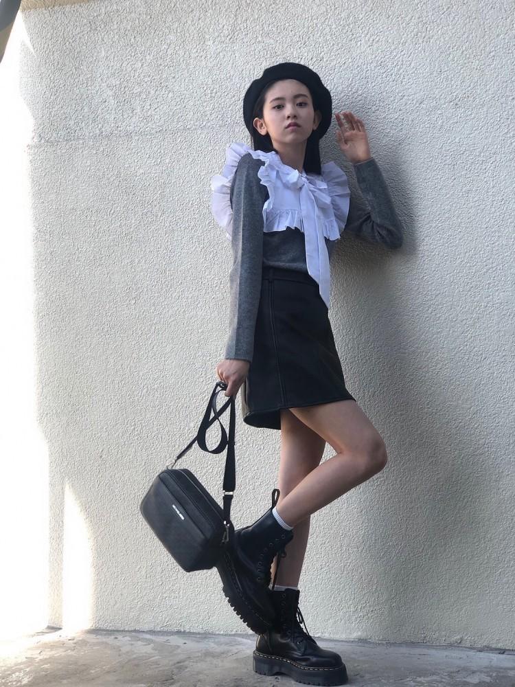 #みさきのしふくすたいるガーリースタイル♡思い切ってガーリーにしてみました🎀自分に似合うテイスト探し中色々なお洋服着てみてます。tops→ZARAbottoms→GRLshoes→Dr. martensbag→MICHAEL KORS
